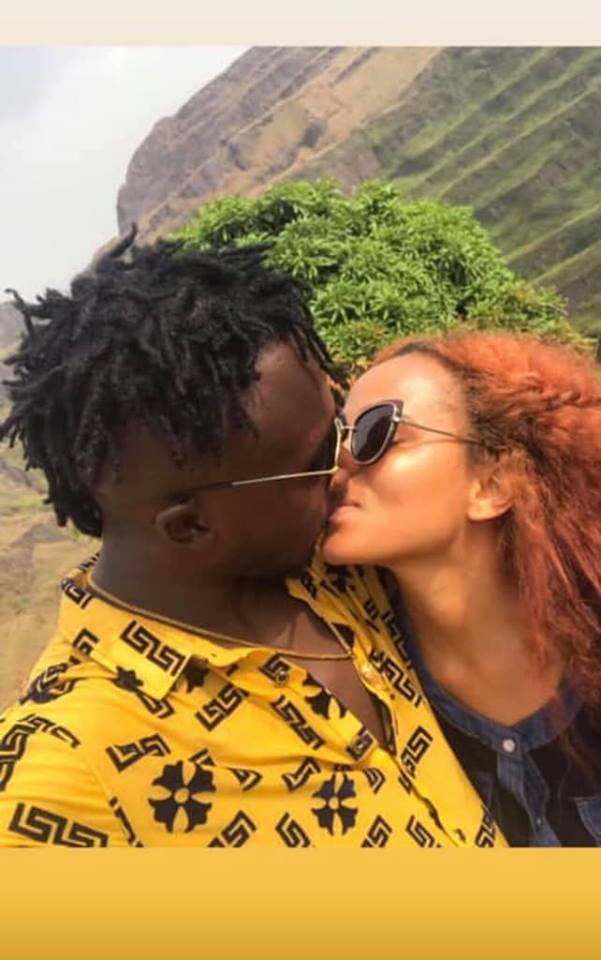 Karishma & Kizzy W kissing